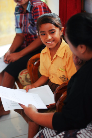 Arninda receiving a letter